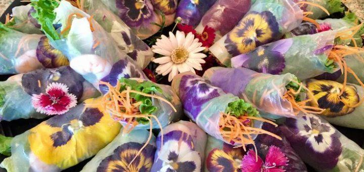 Flower spring rolls with Green Tea Sesame Sauce
